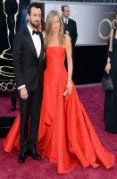 jennifer aniston - valentino couture (clutch salvatore ferragamo e gioielli fred leighton) justin theroux - salvatore ferragamo