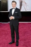 jeremy renner - givenchy (orologio van cleef)