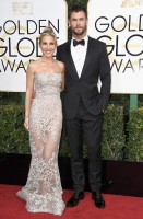 chris hemsworth - hugo boss e elsa pataky in zuhair murad