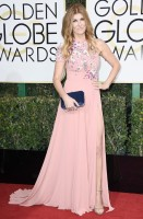 connie britton - georges hobeika (scarpe jimmy choo, clutch tyler ellis e gioielli jacob & co. e beladora)