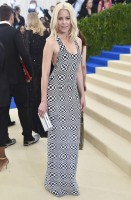 elizabeth-banks-michael-kors-scarpe-giuseppe-zanotti-clutch-jimmy-choo-gioielli-established-jewelry-repossi-e-jennifer-fisher