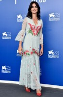 penelope-cruz-temperley-london-resort-2018